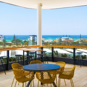 Rydges Gold Coast Airport The Salty Fox roof-top bar III